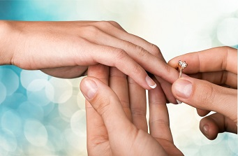 婚約指輪の似合うスラリとした指へ 簡単指やせ方法