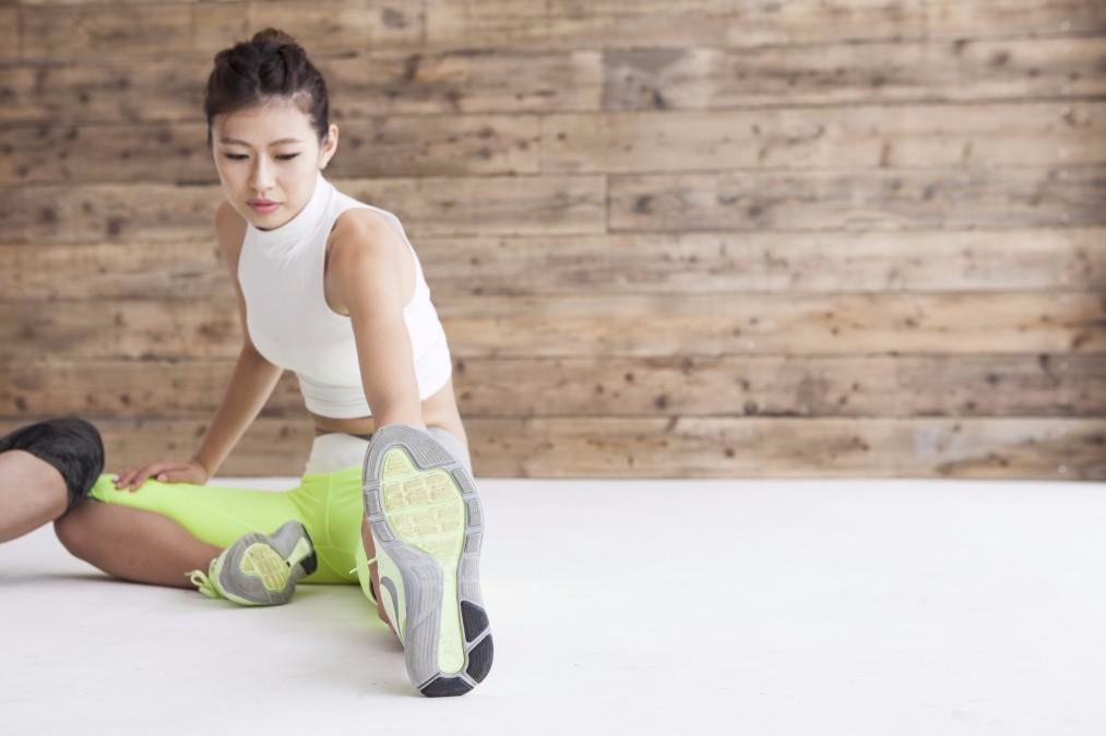 股関節がバキバキ!に固いと起こるデメリットとやわらかくする方法