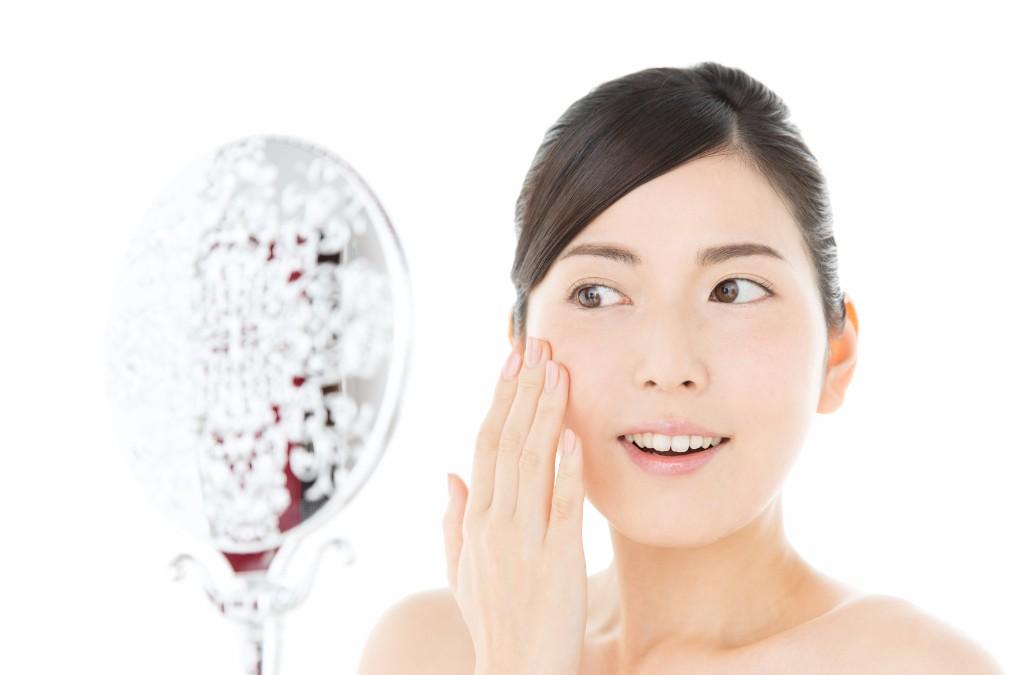 目元が一気に老けるシワ「カラスの足跡」の3つの原因と改善法
