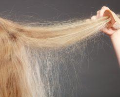 【静電気で髪がモワっ】広がりを防ぐ方法と外出先での対処法3つ