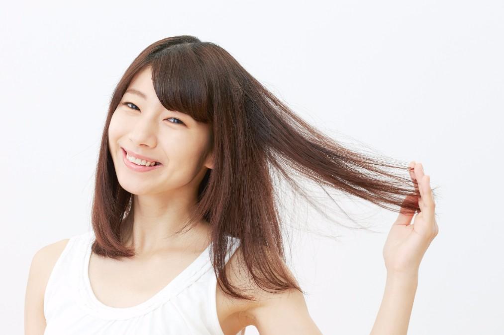 【ヘアケアにも最適】ホホバオイルの髪への3つの効果と使い方