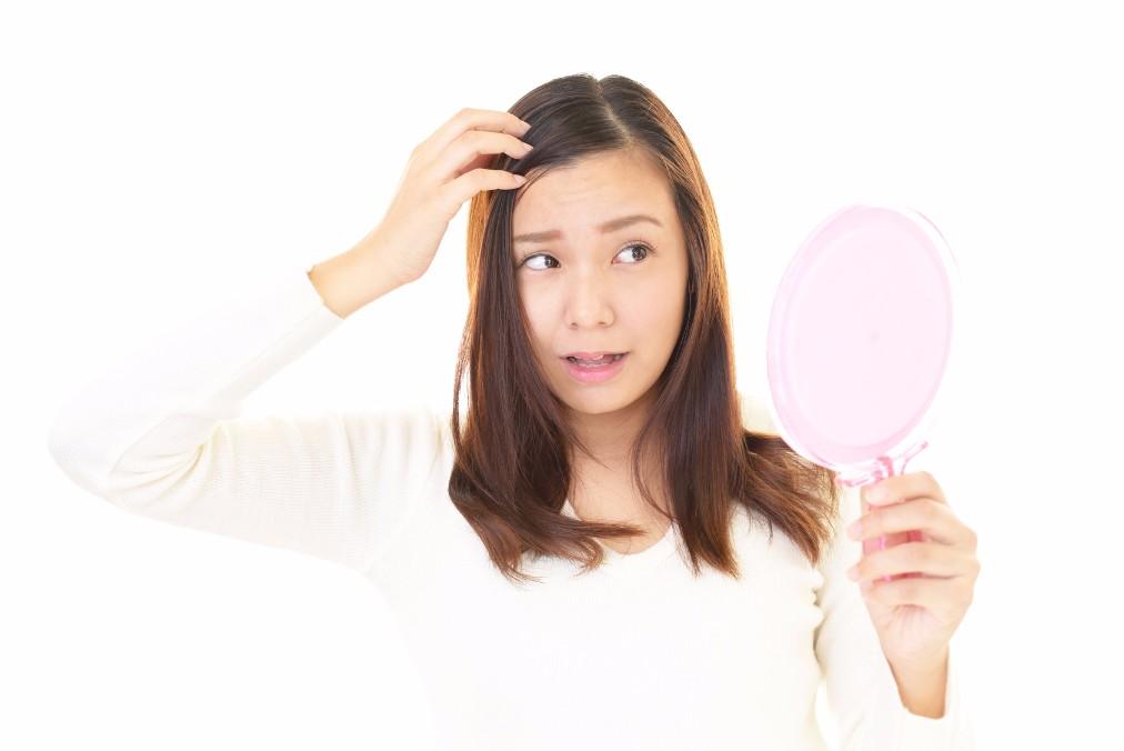 40代から増える、女性の頭皮の「加齢臭」の原因と抑える方法