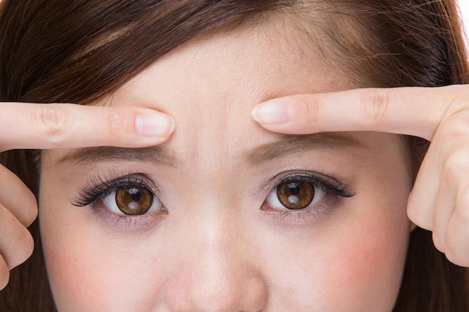 ゲゲッ!眉間にシワがよってる時の原因と改善方法8個