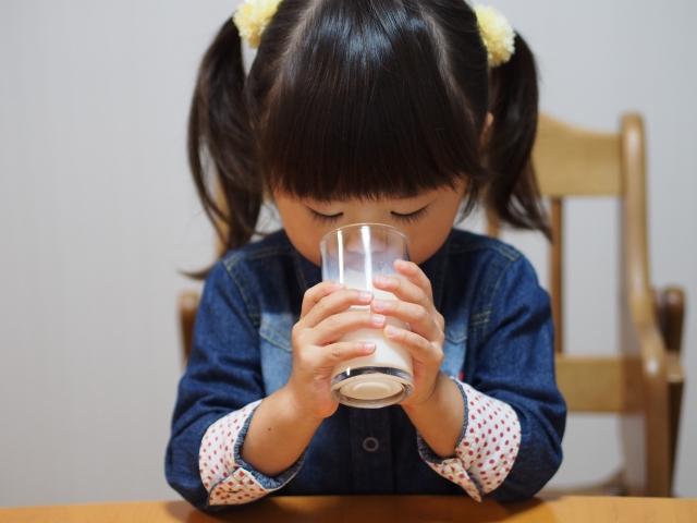 牛乳は本当に健康に悪い?それとも良い?